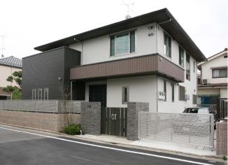 もとの住まいの良さを引き継ぎながら最新の住宅機能を備えた住まいに
