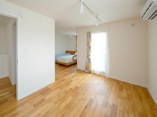 ワンルーム状の3階子ども室。