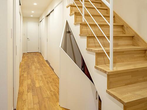 1階の階段まわり。